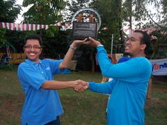 Penyerahan Piala Juara Umum AKRUD Games 2006