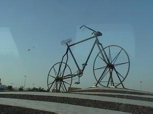 Replika Sepeda Raksasa di Jeddah
