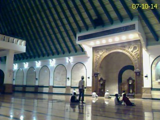 Ba'da sholat Isya di MAJT