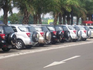Deret Terios Rush di Km 19 Tol Jakarta Cikampek