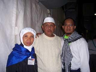 Bapak Ibu dan Abi di Mina